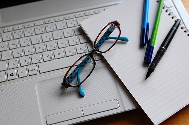 入社2ヶ月間は複数店舗で研修を実施。e-learningが初年度会社負担で利用可能。